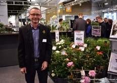 Lars Olsen of  Dan Roses showed his new Christmastree and grafted roses.