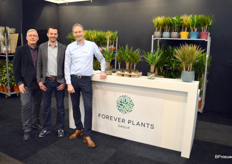 Remco Hill, Cornee van der Winden and Richard Visser from Forever Plants. Like many others, this grower is not unconcerned when it comes to sustainability, and therefore that part of the range is now also available in biodegradable trays and pots.