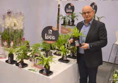 "Nico Kortekaas, sales manager at FloraHolland, always has something new. That's mainly because one of his growers, Kwekerij Zeurniet, always has something new. This year it's the Lova Plant: ""Lova, life on lava. The plant that dares to grow on lava"""