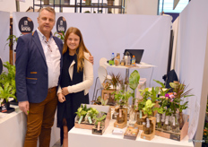 Piet-Jan Reijm and his daughter of Anaiah Holland. Anaiah Holland is a new face in the Dutch grower landscape, mainly focusing on growing the DraTwigle plant