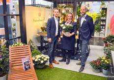 Erik Bos, Anneke van Pelt and Peter van den Ham of Nolina Kwekerijen B.V. Anneke presents the Michala, new in the assortment at Nolina and a pot rose that is characterized by extremely large flowers