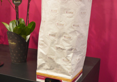 Levoplant presented a new sustainable packaging for transport: a sleeve made of paper rather than plastic.