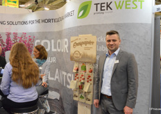 Kamil Wozniak of Tek, a Polish company specializing in the production of labels and packets for seeds. An addition to the product range is the so-called Grass paper, paper that's comprised of 50 percent grass.