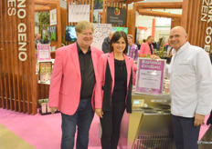 Director & breeder Peter Cox, researcher Biljana Božanićm and former ice cream making world champion Theo Clevers in the Pheno Geno stand. Theo made ice cream with the edible roses, a feat that he'll hopefully repeat!