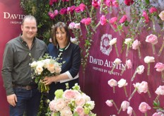 Wouter de Vries, director Parfum Flower Company, with Jo Bird of David Austin. Jo is holding the Juliet rose, David Austin's most successful product, released in the early 1990s and still going strong in the bridal rose assortment.