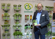 Raimund Schnecking of Volmary. They grow mother plants of the herb range organically, and can also prove it with a certificate now. And that, Raimund knows, hardly anyone can do.