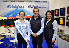 Maria Clara, Gonzalo Luzuriaga and Gabriela Meneses of BellaRose and Rose Connection. This Ecuadorian rose farm is present at the IPM Essen for the first time.