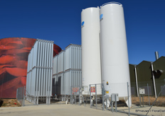 In basic terms: the whit tanks contain liquid CO2, which is turned into gas by the grey installations on the left. Behind you see a huge heat tank containing hot water.