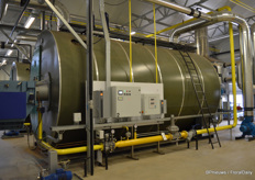 Heat is produced by means of two major gas turbines.