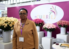 Irene Njeru of Mzurrie Flowers supplies for about 1-1,5 years their Kenyan grown roses to China. The majority of the flowers they ship are spray and garden type roses.