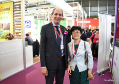 Tim Briercliffe of AIPH with Haiyan Kong of China Flower Association visiting the show.