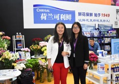 "Alyssa Guo and Grace Wang of Chrysal. Next to the retail and growers, they are now focussing on the end consumer too. ""We want to learn them how to handle flowers so that they can enjoy them for a longer period."""
