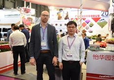 Alexandro Bock of DIEM together with their partner Hee Hua Horticulture. Next to DIEM, this partner also supplies young plants of Selecta One and Dmmen Orange all over China. Alexandro is working with Hee-Hua for three years now and sees the sales growing.