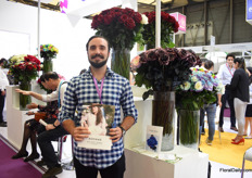 Juan Martin Paredes of Agrinag is at the show to check the opportunities to enter the market. He presented his roses at the Pro Ecuador booth.