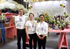 JoaquinDe La Torre and Lourdes Reyes of BallSB together with Heidi Zhao, Regional Product Manager - China at Ball Horticultural presenting the cut flowers of PanAmerican Seed. Special emphasis is put on the gypsophila. They are eager to introduce it in China and soon it will be propagated by a grower in Kunming.