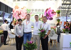 Bert van Spijk (second on the left) of KP Holland, together with Albert Mah (on the left) and the FloraGreen team, who represent KP Holland in China. They sell the curcuma and kalanchoe of KP Holland in China.