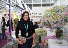 Belen Garca of Florsani next to their tinted Rainbow gypsophila. There is a lot of interest for this product. Four years ago, Florsani started to export 1 box from their farm in Ecuador to China and it is now one of their most important markets.