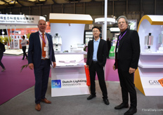 Ton ten Haaf of Dutch Lightning (left) and Paul van Raak (right) of P.L. Lightning Systems with a visitor of the show. They and more partners (P.L. Light Systems Gavita International b.v. Dutch Lighting Innovations LEDVANCE GSNL Agrolux) are represented in the booth Lightning Group. Together they are eager to develop the modern greenhouse industry for China.