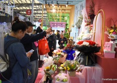 People interested in the flowers on display at JD.com, one of Chinas largest retailers who soon will start selling flowers online, a big step for the development of the flower consumption in China.