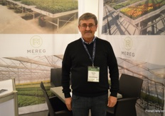 Bertho Meers of Mereg, who supplies the automation for in the greenhouse. In Africa, they often cooperate with greenhouse manufacturer Vermako.
