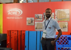 Via Amce, Cargolite is being promoted in Kenya. This company makes pallets and plastic trays. In the picture, Nirav Haria.