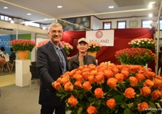Bruno Meilland together with their Chinese agent Frank Yang. They are improving more and more varieties for this country.