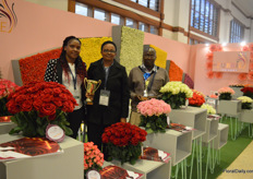 The team of Mzurrie Flowers presenting their two awards. They won the golden award in the category best stand and the silver award in the category spray flowers.