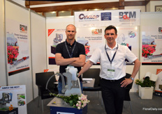 Jos Willems of BTM and Peter de Boer of Cyclop. BTM makes the binding machines with the Cyclop binder incorporated. It is the first time that they are presenting their products in this setup.