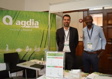 Marcos Amato and Abdul Atarigbe of Agdia presenting their test kits that detect plant diseases. In ornamentals and vegetables, all major diseases can be tested.