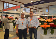Philippe Veys of Dmmen Orange with Erik Spek of Jan Spek Rozen. More often, these two breeding companies are cooperating.