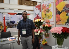 Victr Omuga of Belle Flowers, an Rwandan rose farm that was initiated by the government to create employement for the massa. The farm has been established in 2016 and quickly grew from 20 ha to 40 ha and are planning to grow to 60 ha soon. They currently employ over 600 people.