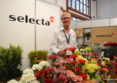 Andre Lek of Selecta one. Recently, they took over Italian Breeder La Villetta. On top of that, they are selling more carnation varieties exclusively of other Italian breeders. Now, Selecta's carnation assortment has expanded significantly and they are currently bringing all these assortments back to just one.