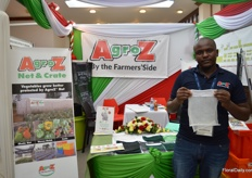 Richard of Agroz presenting the Agroz 04, an insectproof net.