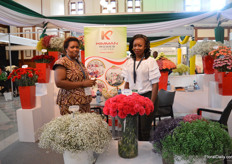 Margaret Mwaniki and Peninah Onyando of Kimman Roses. This Kenyan gypsophila grower recently started the productino of carnations.