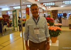 Peter Vljoen of Sunland Roses was also visiting the show.