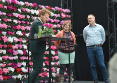 An important part of the program was dedicated to the different employees. Pepijn called out several, such as Dinja Lankhorst and Huub van Oorsprong, both area managers within the company.