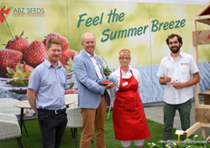 The team of ABZ Seeds with a client (left side) ready to let the visitors taste their strawberrys and vanilla ice cream.