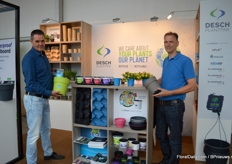 Harry Nieuwenhuijsen and Pascal Rossen van Desch Plantpak presenting the Imca (the one that Harry is holding) and Mayca (the one that Pascal is holding). Both are decorative pots, but Imca consists of two pots, a grow container and a cover pot. So, the plants are grown in the container and after cultivation, the plant and pot are transferred into the Imca Cover pot, which also has a water reservoir. Mayca is a decorative cultivation pot. Besides that, they are also presenting their degradable pots D-Grade (on the left) and Recover, pots and trays made out of post-consumer plastic waste (the pots and trays in blue).