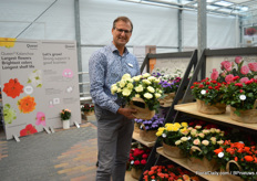 Focco Prins of Queen Genetics presenting one of their rose varieties; Soft White Romance.