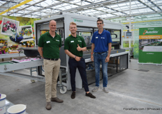 Also Visser was present at this location, presenting the AutoStix; a system to automate the process of the sticking of cuttings. It can stick up to 10,000 cuttings per hour. In the picture; Niels Vogelaar, Sebastiaan van den Heuvel and Cees de Geus.