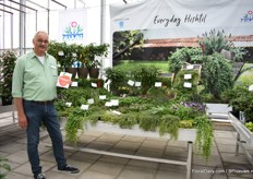 Rudiger Walz of Hishtil standing in front of the Growflow concept and presenting the Janana peppers. A concept with all kind of peppers.
