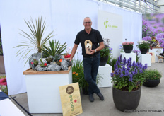 Karel Hooijman of F.N. Kemper presenting a new concept; Rock Your Garden. The first plant in this concept is Chamaelobivia. This cactus is available in four colors and needs cold temperatrures to flower in spring. Next year, this concept will be rolled out and more varieties will be added.