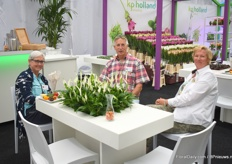 Visitors enjoying a cup of coffee at KP Holland; Suzanne Killgore and David Kirwan from Foremost Co together with Tanja Tanis from African Finest Cuttings, the young plant supplier of KP Holland.