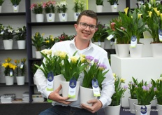 Daan just couldn't keep himself from taking three Freesias, after all he is the Freesia guy of the company. The beauty at the right is the Verona, then in de middle we have the Luca with nice light yellow flowers (also a new colour) and last but not least the Torino.