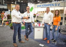 Marco Wilschut Jorg Swagemakers with Van Krimpen are showing the new water cup to Martin Kim Stolze with Martin Stolze.