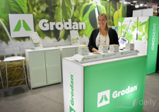 Rachel Grover with Grodan shows the Grodan Vital, a stonewool substrate slab to grow vegetable plants in high tech cultivation. It is one of the many solutions Grodan offers to growers.