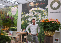 Robin van der Meer is standing to his Gerbera Patio's.