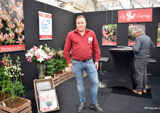 Giel Visser of Lily Company, a wholesale company that sells garden lily bulbs. Besides the regular assortment, they also supply special varieties, like wild (left), pollen-free (second left) and hanging lilies.