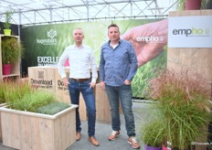 Marco Wesselink of Hoogendoorn and Piet Bron of Empho. Hoogendoorn, a wholesaler of young plants and ornamental grases supplies the ornamental grases of Empho in countries abroad the Nehterlands. At Plantarium, they introduced the pink sister of Miscanthus Red Cloud (rechts onder het empho logo). Red Cloud won the first price at the Oaks in the UK.