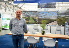 Berry Zuiderwijk of HTS presenting their cabrio greenhouse that they developed for the treenursery industry.